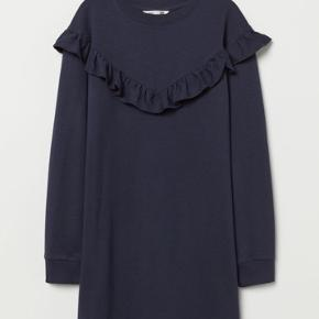 Helt ny mørkeblå HM kjole str. 146-152. Mp kr. 70 (ny pris 179) Bor 6710 Esbjerg V