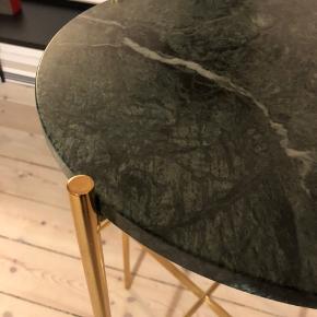 Vi sælger dette flotte Gubi bord med børn marmorplade. Kan afhentes på Islands Brygge i København. Prisen på 2.500 er fast.