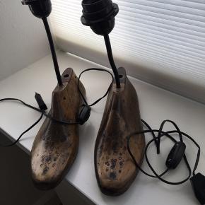 Antikke spanske skolæst forvandlet til lamper, er ved at flytte og vil give dem et godt hjem..... alt fungerer og det er op til din fantasi hvilken belysning vil du give dem.