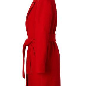 Super flot frakke, helforet, 70 % uld og 30 % polyester.