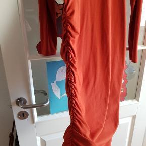 Sød kjole der er brugt et par gange.  Sendes ikkr