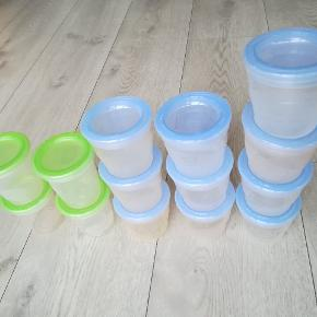 10 stk. AVENT (200 ml) + 4 stk. MAM (180 ml) beholdere til evt babymad.  Der er et lille afslag på låget på 2 beholdere.