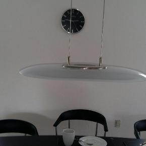 En brugt lampe men fejler ingenting. Der er lysdæmper på den.  Længde: 67 cm Bredde: 47 cm