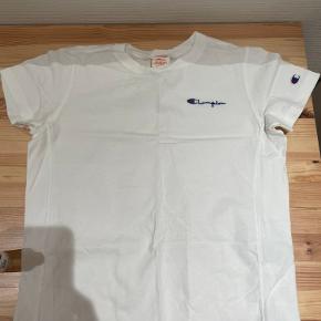 Champion T-shirt