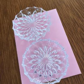 2 søde glas bakker kan bruges til lidt forskelligt
