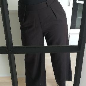 Lækre bukser med vidde sidder rigtig godt. Sælger da jeg ikke får dem brugt