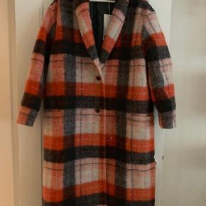 Vinterfrakken 'Indy' fra Rabens Saloner er simpelthen så smuk og lækker og findes i butikkerne nu.  Den er desværre et fejlkøb, da den er for stor.  Størrelsen er XS/S, og er en oversize model. Pris i butik: 5000kr