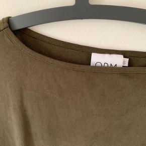 Flot armygrøn kjole i lækker kvalitet