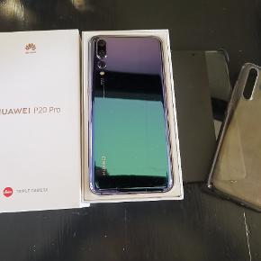Lækker Huawei Pro 20 i twilight farven. 128 GB, fungere perfekt. Har altid været i cover og har stadig original front plast på, så ingen ridser. På billedet kan man se nogle bobler, men der er fordi plasticet er ved at løsne sig, det kan tages af. Kvittering haves, tlf er fra april 2018. 2 originale covers medfølger.