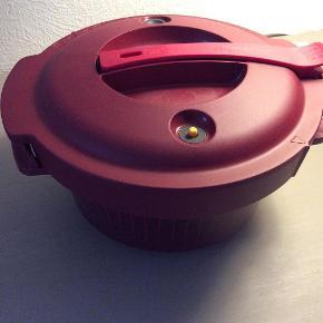 Varetype: MicroWave Fast Cooker Størrelse: Se billede Farve: Som billede  MicroWave Fast Cooker fra Tupperware  Mindstepris 500 kr plus porto