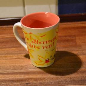 """Helt ny Diddl-kop i flotte farver. Aldrig brugt. 11 x11  cm. På koppen står: """"Den allermest bedste ven"""".  Bytter ikke. Se også mine øvrige annoncer. (LT)"""
