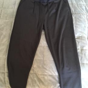 f68ade7e30c Lækre bukser fra ICHI i str. M, brugt 1-2 gange.