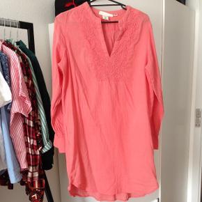 Hverdags/strandkjole lyserød str.38 brugt 2 gange.