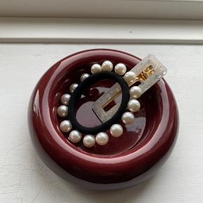 Fineste røde stage til bloklys - kan også bruges til opbevaring af smykker **Bemærk at det er stagen på billede 1,2 og 4 der sælges i denne annonce