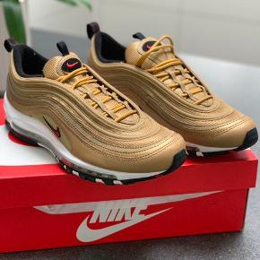Nike air max 97 Guld Salgspris 1500kr Alt medfølger
