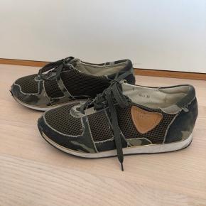 Shoeshibar sneakers