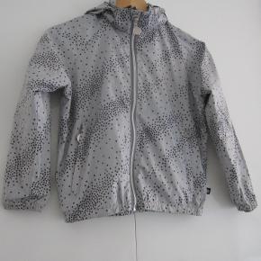 """Fed jakke der ikke er brugt meget, der er skrevet navn indeni mærket, derfor sælges den billigt! (& derfor er den sat i kat. """"GMB"""") 20,-Afhentning på Amager :)"""