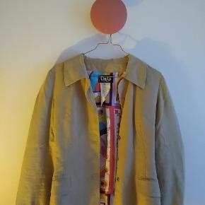Beautiful Dolce and Gabbana jacket with colourful lining. Sandcoloured and fitted.
