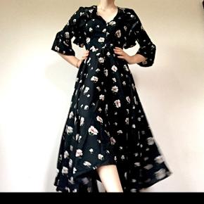 Vildt smuk lang kjole fra Rude. Størrelse xs. Smuk udskæring på ryggen (spørg for billeder) Brugt en gang
