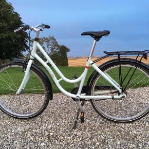 Pigecykel fra Everton (lillebrormærke til Kildemose). Det er size 430, og passer til en pige på 9-13 år. Den har 3 gear. Ganske lidt rust.