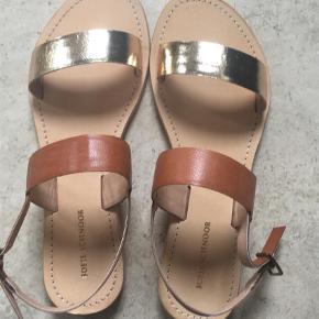 Varetype: Sandaler Farve: Guld