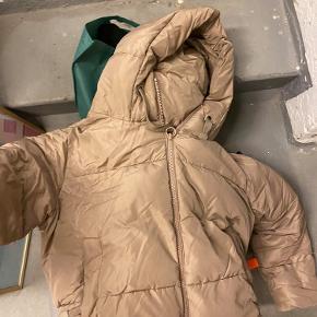 Fin jakke fra Zara Prisen er fast og kan afhentes på Østerbro