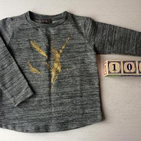 Varetype: Bluse Farve: Grå/guld  Rigtig fin bluse. Fra allergivenligt hjem