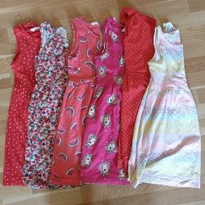 Kjolepakke fra H&M. Str 134/140.  Sælges samlet.  OBS: Der kan stå navn i nakken eller på vaskeanvisningen.