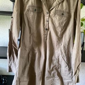 Lækker skjorte tunika  Str 40 - mere en 38  Mp 100 pp