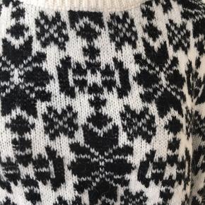 Varm sweater med lidt mohair.  Brugt 1 gang.