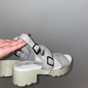 Shoe Biz stiletter