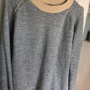 Smuk bluse strik med glimmer tråd.