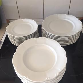 Super flotte tallerkner  6 dybe 10 dessert ( måler 20 cm ) 8 middags ( måler 26 cm )                                          HUSCHENREUTHER GERMANY SYLVIA  Ingen skår  Mp 500,-
