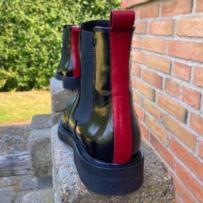 Flotte støvler fra Billi Bi, som desværre er købt for små. De er brugt 1 gang i 1/2 time. Fremstår som nye! Stadig i butikkerne til 1500kr.