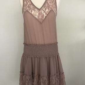 Rigtig flot kjole med elastik i livet i str S fra Buch Copenhagen