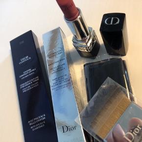 Ubrugte og næsten nye Dior ting.  Ny pensel og velour etui til makeup.  Se separate annoncer.  Jeg tager gerne mod bud, samlet eller enkeltvis.   BYD.  Bytter ikke.  Fragt betales af køber. Sender gerne med Dao.  *Se mine andre annoncer*