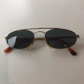Vintage Sting by Dierre aviator solbriller. Sat til 'næsten som ny' grundet de selvfølgelig er en del år gamle, men ellers er de fuldstændig som nye!