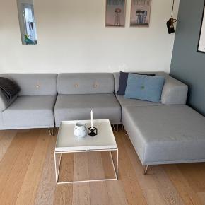 Sofa fejler intet. Er to år gammel og er blevet renset én enkelt gang. Nypris 12000. Kan afhentes i Aalborg. Mp omkring 7000.