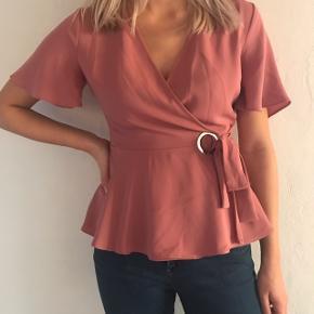 Pæneste bluse i rosa/lyserød, ca 36, kun brugt én gang! 💕
