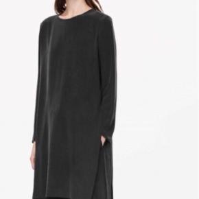 Silke tunika /kjole med høje slidser.  100 pct silke  Brugt 2 gange!