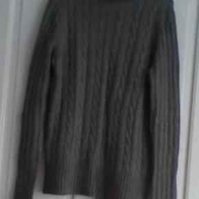 Prisen er pr. stk og de er købt i USA. De er lavet i 17% wool, 23% nylon og 45% viscose. Ved forsendelse + porto.