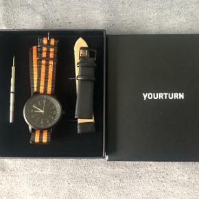 Rigtig fint ur sælges, aldrig brugt. Man kan selv vælge om man vil have læderrem på eller den farvede rem