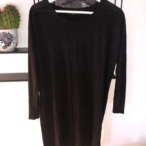 Vila Vigyras kjole / tunika str xs passer også større. Brugt nogle gange, så fejler intet.
