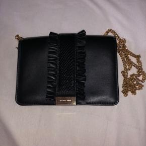 Sælger min smykke taske til den rette pris! Skriv hvis i har interesse for den eller mangler billeder!