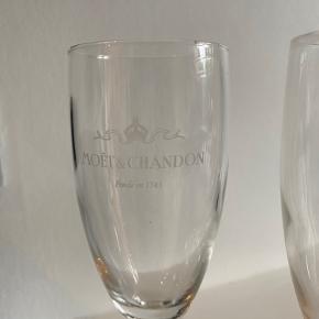 FLYTTE SALG‼️  3 for 2 få det billigste item med gratis‼️  5x Moët champagne glas, stort set ikke brugt   Sælges samlet - KUN afhentning  ❌Bytter ikke 💵Betaling med Mobilepay eller Trendsales salg 🛍Afhentning i Vanløse