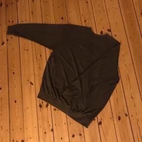 Fin sweatshirt fra Lael i size free, svarer ca. til en XL. Med National Geographic logo. Rigtig pæn som oversize eller bare normal sweatshirt 🌼