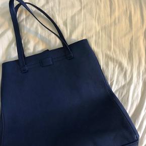Flot stor taske fra Pieces  Er brugt få gange, og har stort set ingen tegn på brug  Sender eller kan hentes i Slagelse
