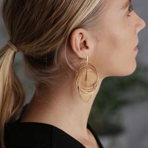 De smukke enamel spinning elegance øreringe. Aldrig brugt. Købt i sommer. 🌸