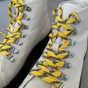 Kun brugt 1 gang. Fejler intet, er så gode som nye Super cool sko fra Ming under Nakd