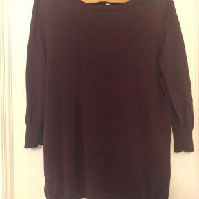 Smuk silke bluse med 3/4 ærmer. Kun brugt 1 gang